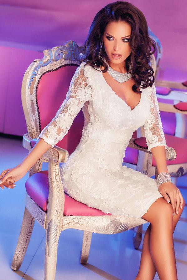 01 Společenské šaty s krajkou midi bílé 92430459ad