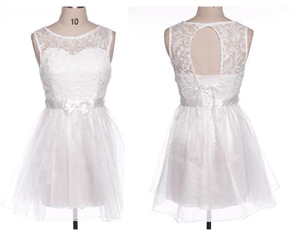 01 Společenské plesové šaty koktejlky s krajkou bílé cada337dd1